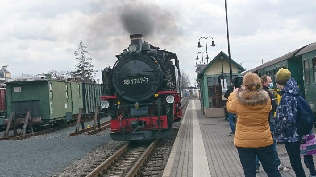 モーリッツブルクまで蒸気機関車に乗って行く